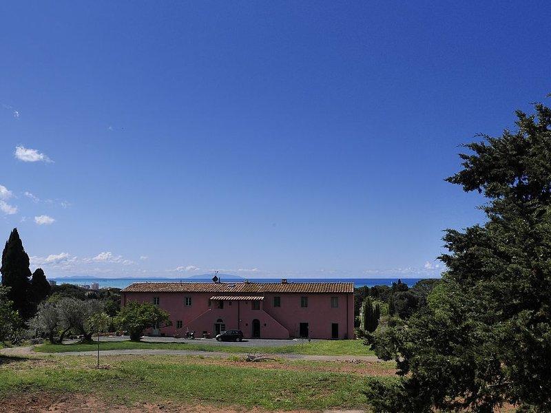 'Thorn' apartment in farm near the sea, vacation rental in Castiglioncello