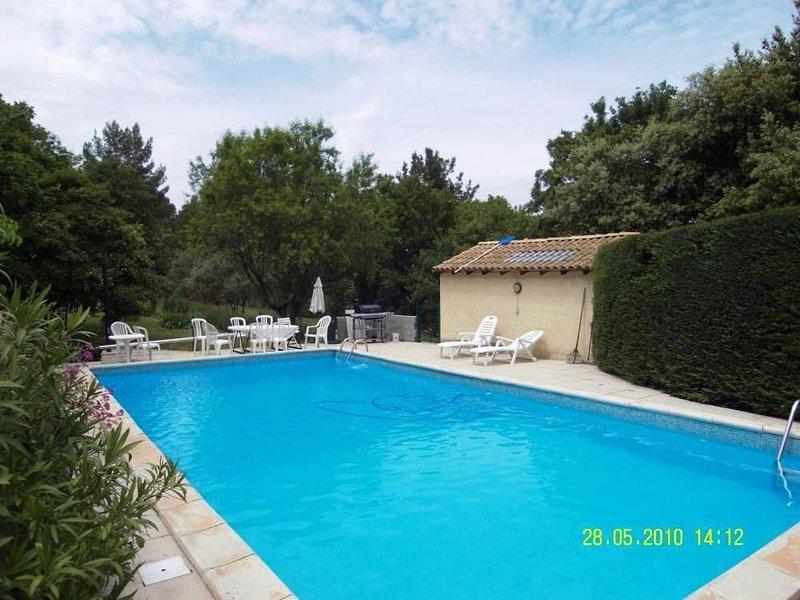 Maison avec piscine, très belle vue Ste Victoire, 10 mn d'aix en provence, vacation rental in Peynier