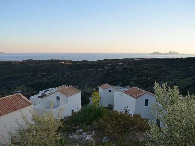 Harakas modern villas with all commodities in preserved South Crete, location de vacances à Agia Paraskevi