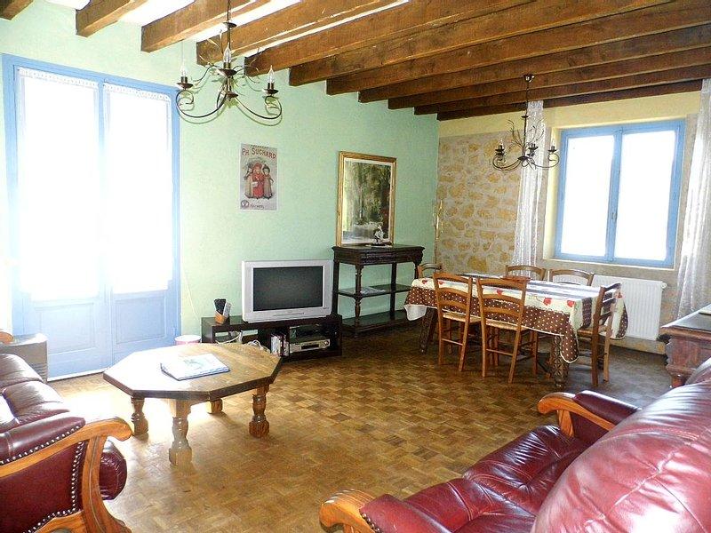 Spacieux et charmant gîte jusqu'à six personnes, location de vacances à Savignac-de-Miremont