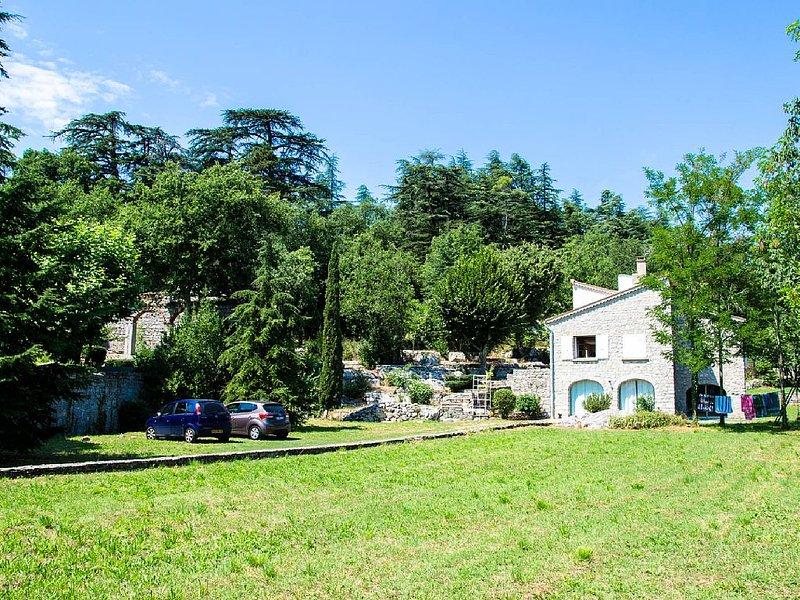 Grande maison familiale en Ardèche provençale, holiday rental in Saint-Alban-Auriolles