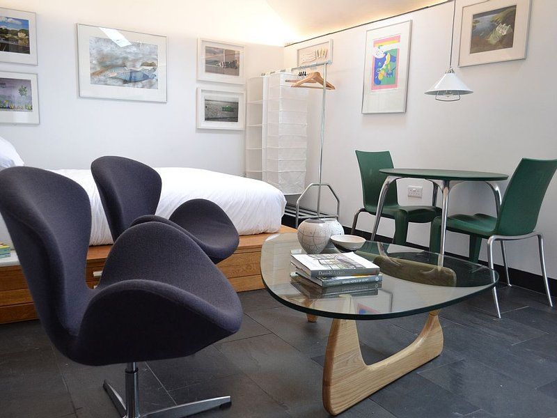The Stable Studio at Haroldston House in Solva, holiday rental in Newgale