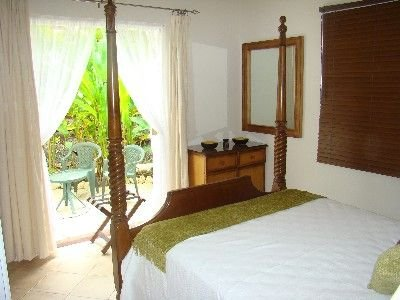 Villa with pool on the Barbados Riviera, walking distance to beach, and town, casa vacanza a Little Battaleys