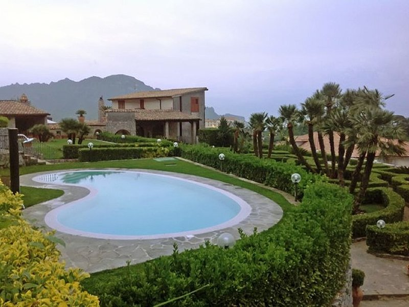 Villa with private pool Five Bedroom, vacation rental in Scala