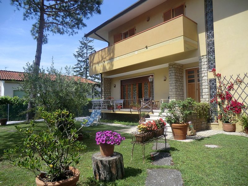 Villa With Garden And Large Terrace, 300 M From The Sea, vacation rental in Marina di Pietrasanta