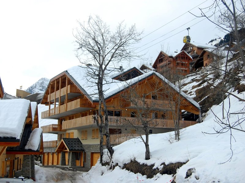 2BR Alpine Apartment ALL INCL/ Near Lift/ WIFI/ View of Falls and Mountain, alquiler vacacional en Vaujany