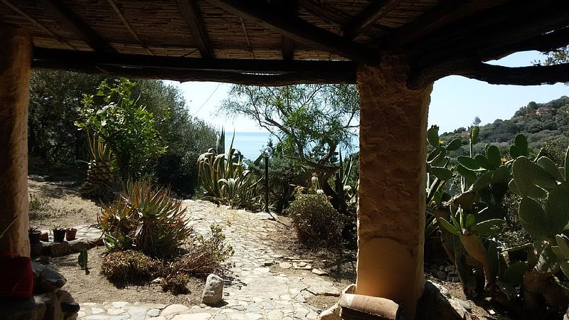 CASA 'HOBBIT' vista mare, holiday rental in Torre delle Stelle