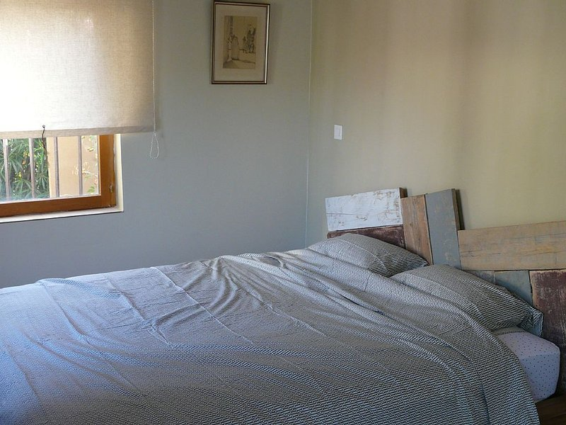 Large Studio Apartment, holiday rental in Six-Fours-les-Plages