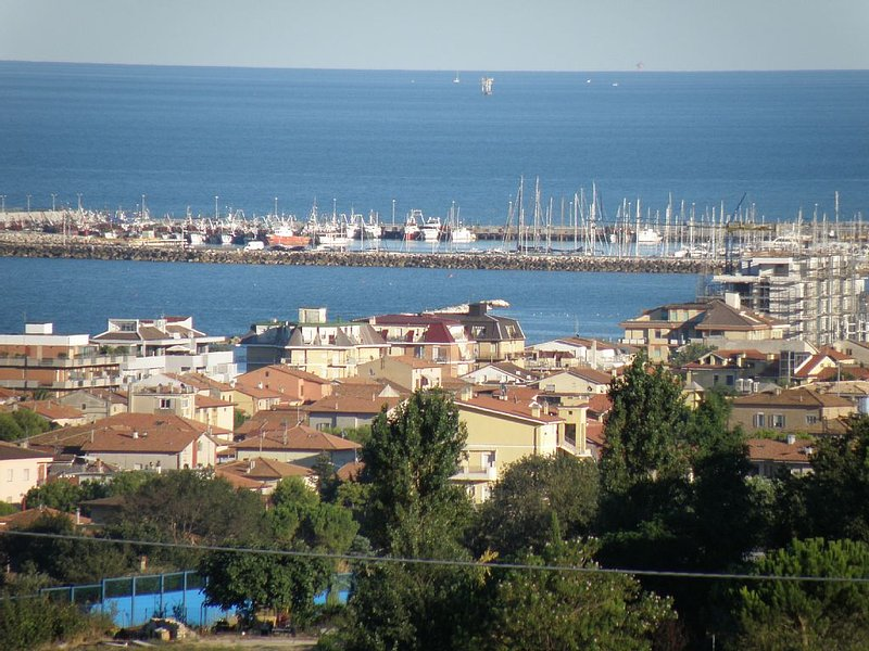 Vista do porto de Civitanova M.
