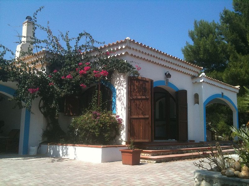 Villa con vista sul mare, holiday rental in Paglianza