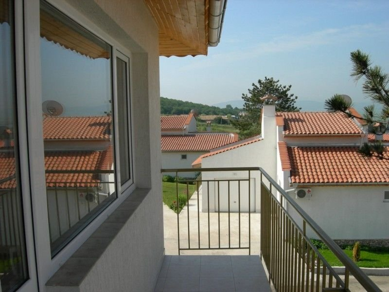 2 BEDROOM APARTMENT ON COMPLEX WITH POOL & RESTURANT, location de vacances à Rogachevo
