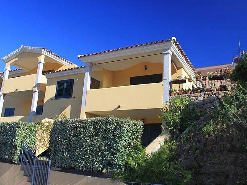 SAN TEODORO: APPARTAMENTO IN RESIDENCE CON PISCINA, vacation rental in Brunella