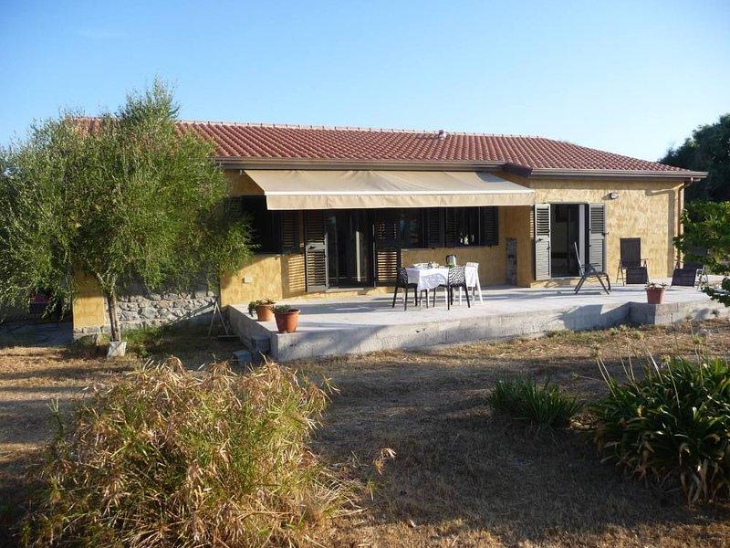 Villa FIORI SUL MARE**** spacieuse avec jardin, vacation rental in Torre del Pozzo