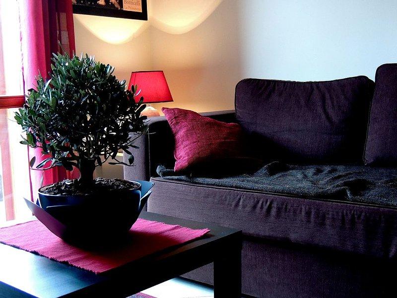 'il Rosso e il Nero'  Appartamento sulla via principale di  Zafferana Etnea, holiday rental in Zafferana Etnea