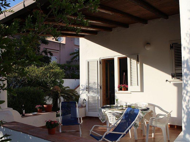 Fiori D'Arancio è una splendida Villa  presso il centro storico di Lipari, holiday rental in Pianoconte