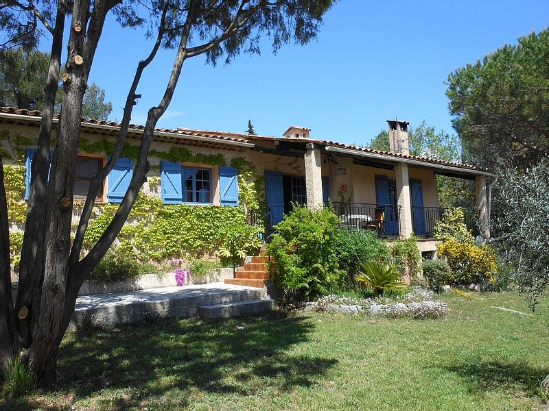 Villa with Heated Swimming Pool Set In A 5000 m² Olive Grove., holiday rental in Seranon