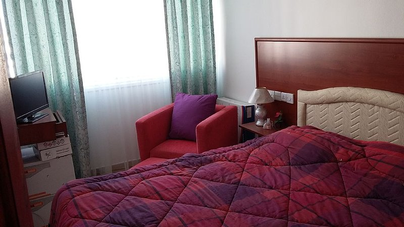 HOTEL STYLE BEDROOMS (TO RENT INDIVIDUALLY NOT WHOLE FLAT!), vacation rental in Dogankoy