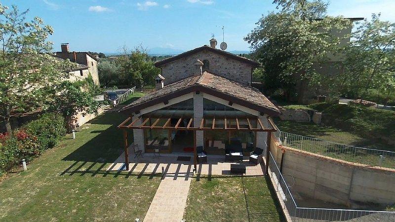 Casa appena ristrutturata immersa nel Chianti a 9 km da Siena, vacation rental in Castelnuovo Berardenga