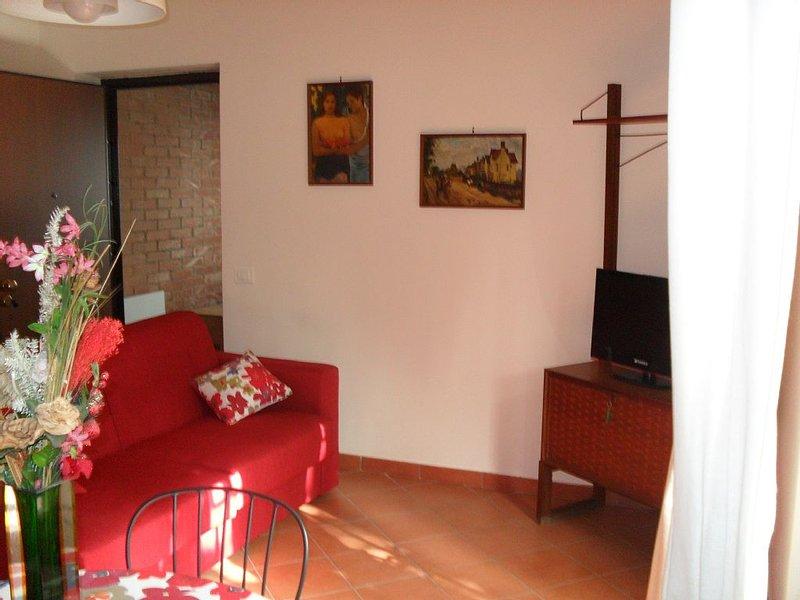 Piccolo appartamento in villa, nel verde in città, alquiler vacacional en Gravina di Catania