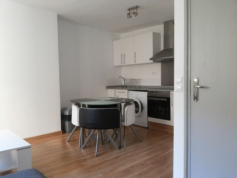 T2 refait a neuf INTRA MUROS SECTEUR VERNET CLIMATISE, holiday rental in Vaucluse