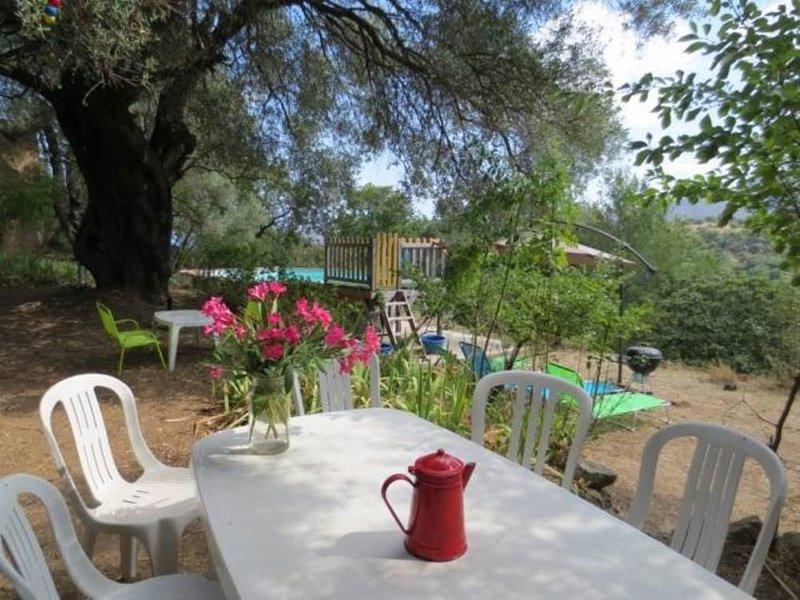 Petite maison de charme à 8 km de plage avec grand jardin et piscine, vacation rental in Speloncato
