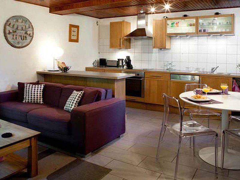 Village Centre, Family Friendly Apartment in Les Houches, Chamonix Ski Resort, holiday rental in Les Houches