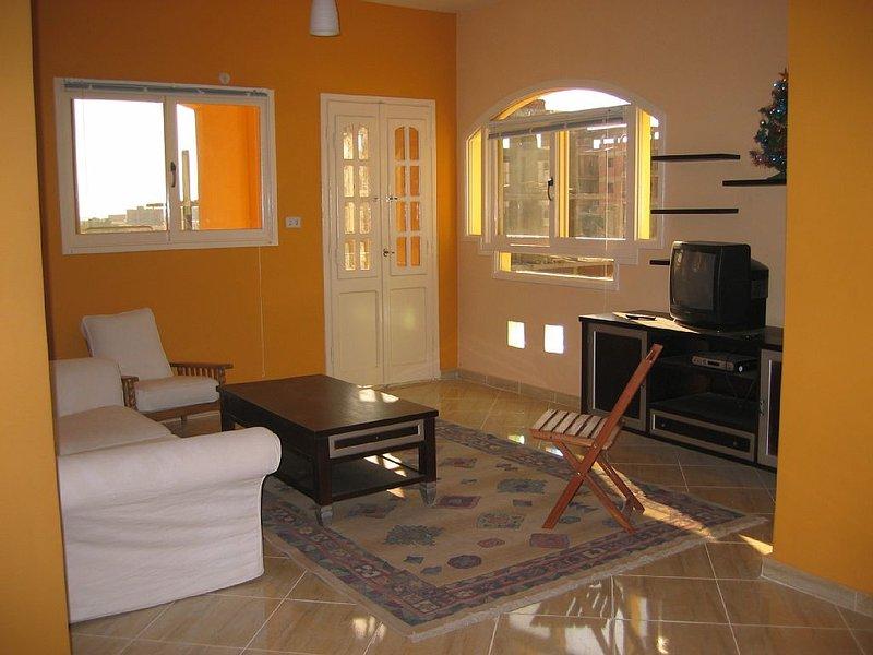 appartement dans quartier calme proche de la mer (800 m), holiday rental in Hurghada