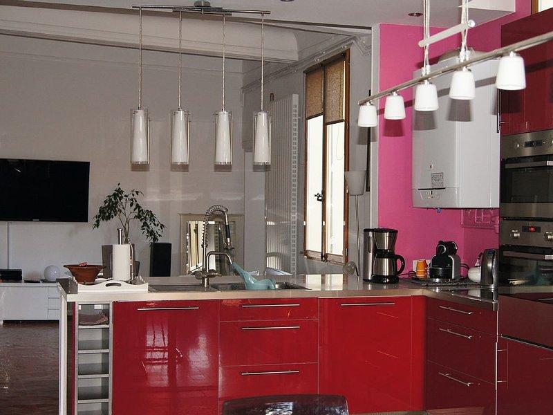 Grand appartement calme et design, centre ville, chambres climatisées, aluguéis de temporada em Aix-en-Provence