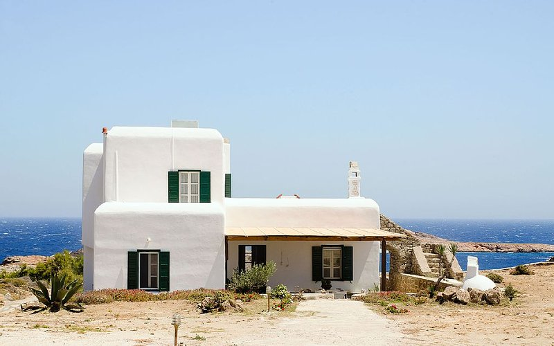 Traditional House on Agios Sostis Beach - Sea view & access to the beach, Ferienwohnung in Mykonos
