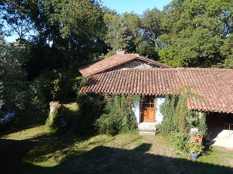 Lovely Riverside Cottage in South Vendee, location de vacances à Sainte-Hermine