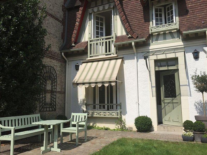 Jolie maison typique à Deauville – semesterbostad i Deauville City