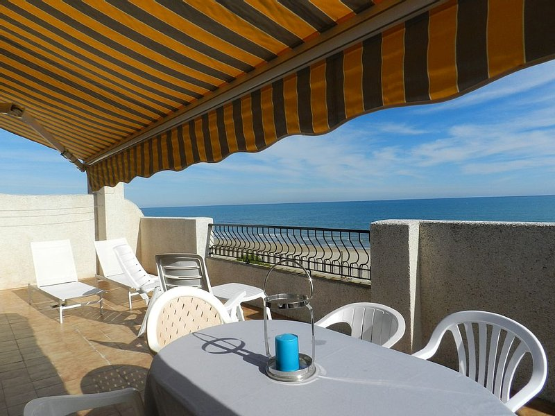 Vue mer 180°, Première ligne plage, Centre village Atico  terrasse 42m2 piscine, vacation rental in Alcossebre