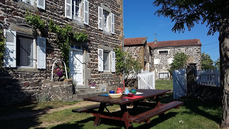 Character cottage 3 ears in the land of Lafayette Auvergne for Nature lovers, holiday rental in Saugues