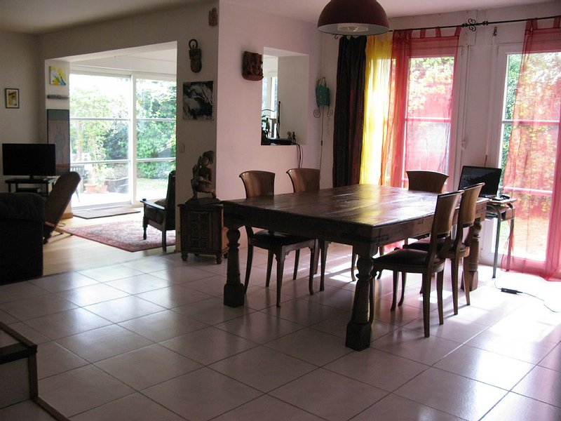 Maison très agréable, lumineuse et calme proche ville et mer. Un havre de paix!, holiday rental in Saint-Jean-de-Vedas