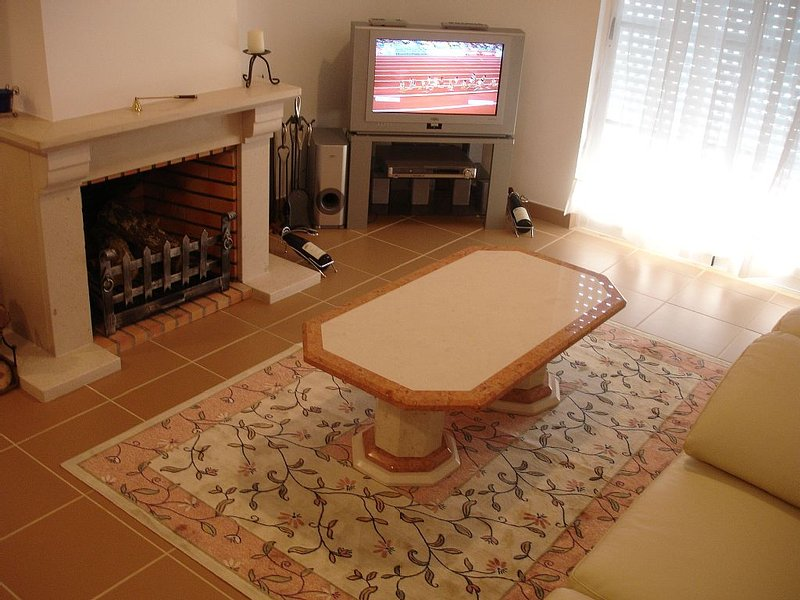 Private Villa With Shared Pool And A Town/Sea View, holiday rental in Tavira