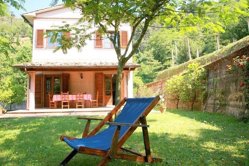 Wunderschöne Villa mit Blick auf die Küste. Garten, Terrasse., holiday rental in Ripa-Pozzi-Querceta-Ponterosso