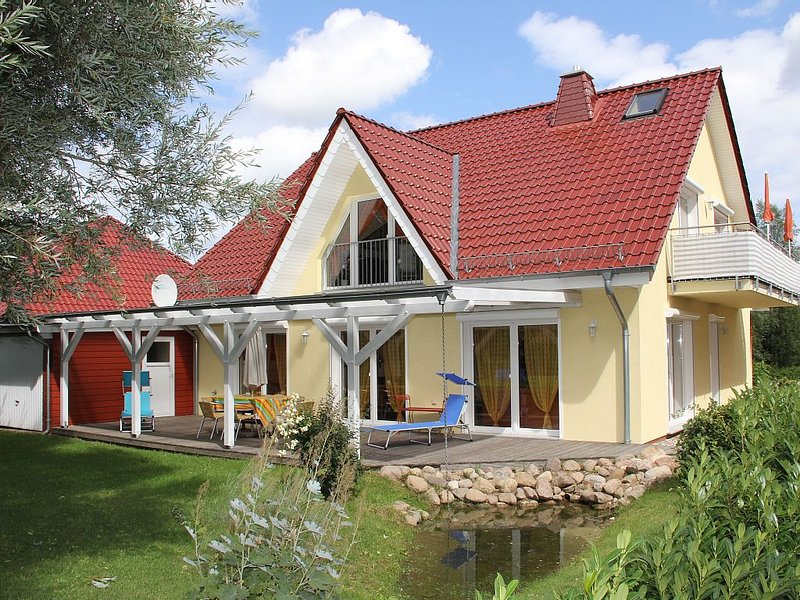 5* Ferienwohnung am Stralsunder Stadtrand 1B EG, holiday rental in Gross Mohrdorf