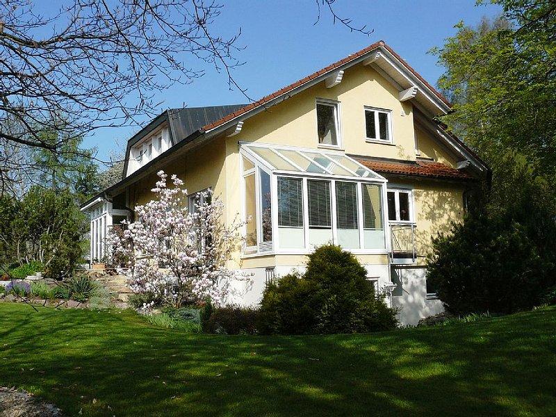 Haus Ahorn*** komfortables 1-Zimmer-Appartement für Nichtraucher – semesterbostad i Bad Duerrheim