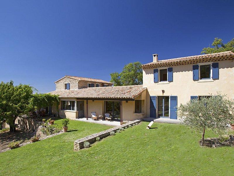 Landhaus in Bonnieux, familienfreundlich, Privat Pool, im Grünen, bis 9 Personen, holiday rental in Bonnieux en Provence