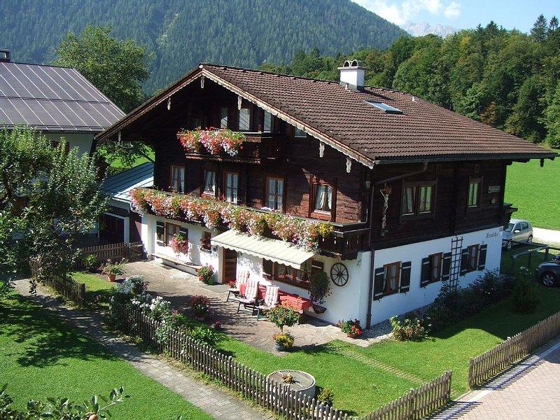 Schöne Ferienwohnung - 40 m2  -  ruhige Lage und doch zentral - WLAN, vakantiewoning in Hallein