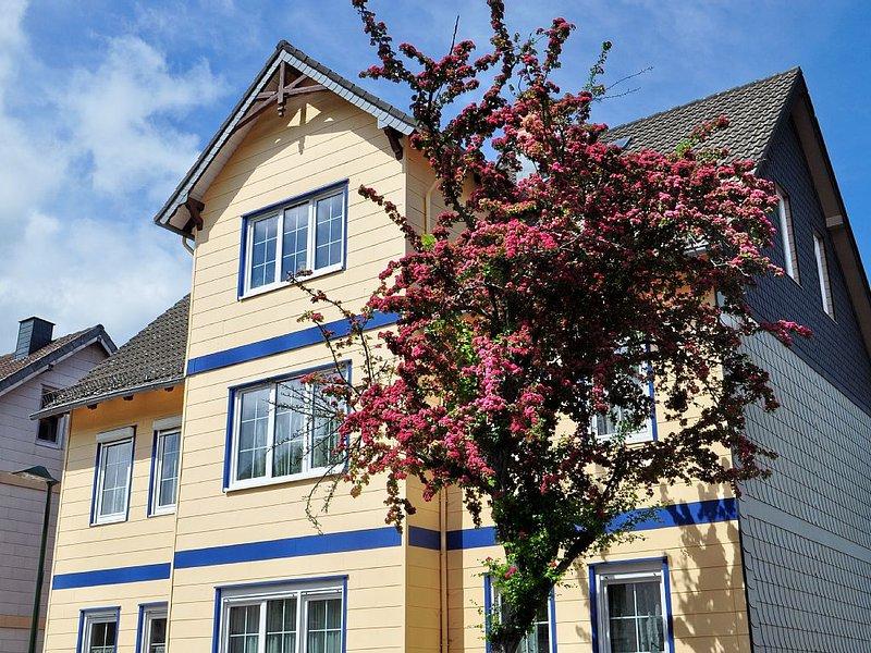 'BURGBERG': Günstige und schicke Ferienwohnung; geräumiger Garten inklusive, holiday rental in Veltheim