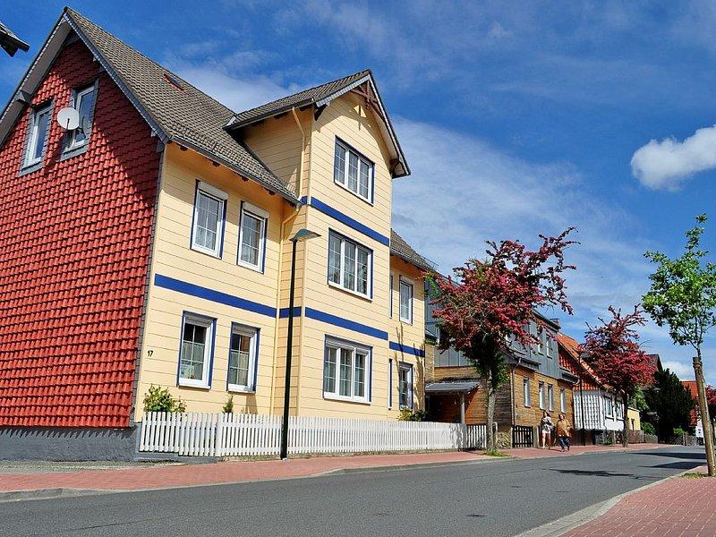 Landhausstil mit praktischer Wohnküche; geräumiger Garten: Der 'BROCKEN' im Harz, holiday rental in Veltheim