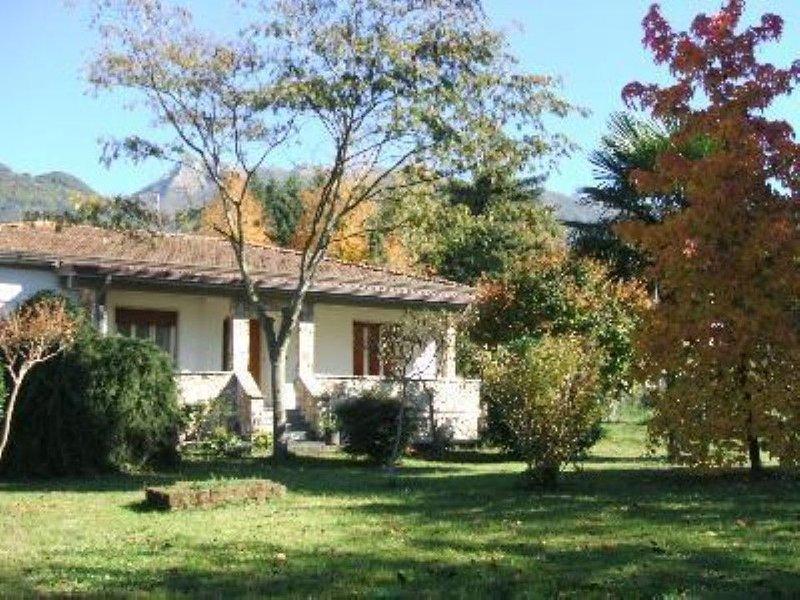 Ferienhaus mit schönem Garten, sehr gepflegte Einrichtung. Top location., aluguéis de temporada em Camaiore