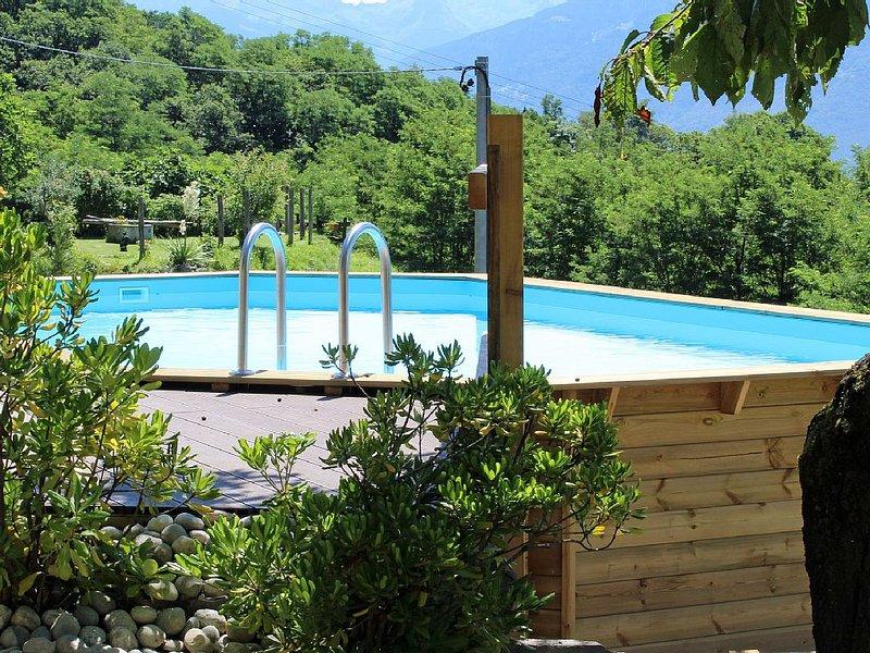 typisches Rustico mit Garten und wunderbarem Blick auf den Comer See und Pool, vacation rental in Borgonuovo