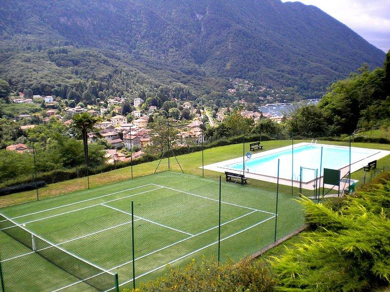 Seenahe, ruhige 3-Zi.-Whg., schöne Lage mit Pool und Tennispl. in Castelveccana, holiday rental in Castelveccana