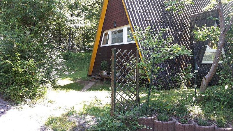 Nurdachhaus im Pfälzer Wald für bis zu 6 Personen mit Terrasse, Garten und WLAN, holiday rental in Hauenstein