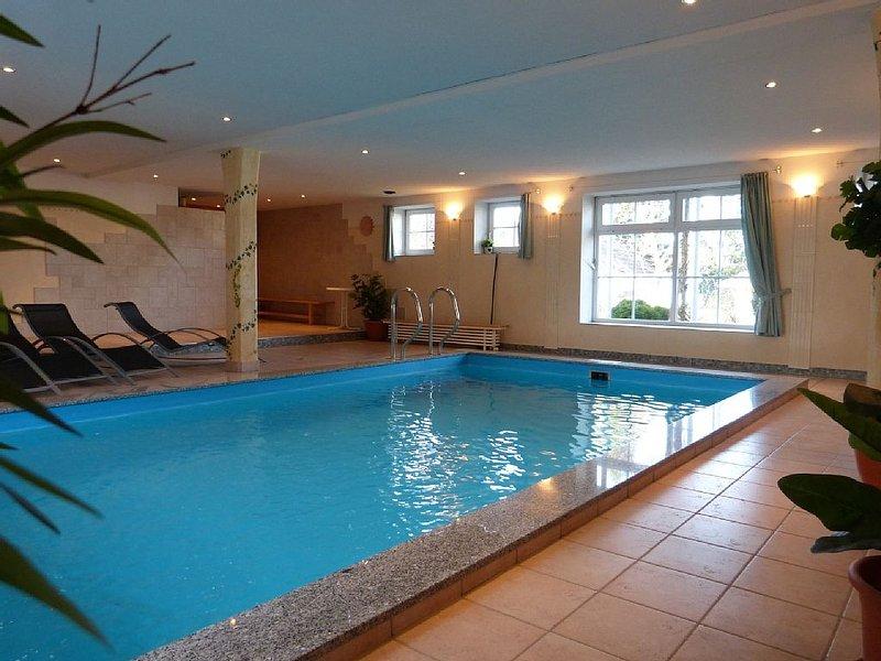 Komfortable und exklusive Ferienwohnung' Hibiscus' mit Hallenbad und Sauna, vacation rental in Eggenfelden