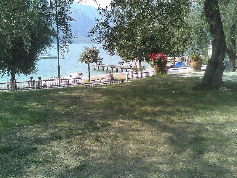 Direkt am Gardasee wohnen, holiday rental in Polsa
