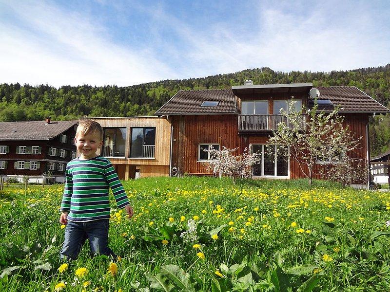 Gemütliche, ruhige Wohnung mit Traum-Aussicht auf die umliegenden Berge, Ferienwohnung in Vorarlberg