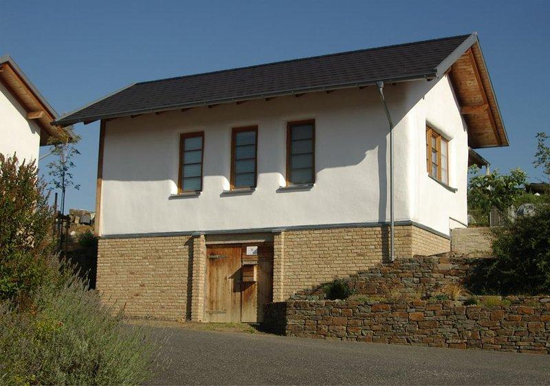 Ökologisches Strohballenhaus - Seelenvoll beherbergt in Stroh und Lehm., holiday rental in Welling